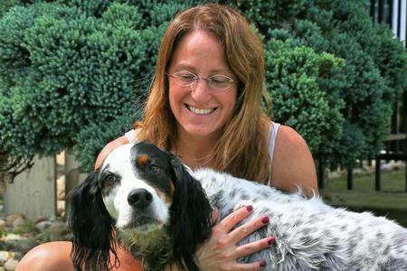Above and Beyond English Setter Rescue Transport Coordinator, Jennifer Cloherty poses with Casey - a rescue from Iowa.David Leins / WDET