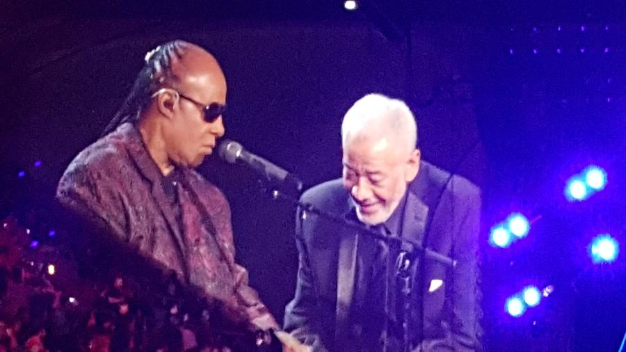 "Withers appeared with Stevie Wonder for a performance of ""Ain't No Sunshine"" in 2015.onetwothreefourfive / Flickr"