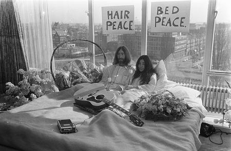 "Johna and Yoko at a ""Bed In For Peace.""Nationaal Archief"
